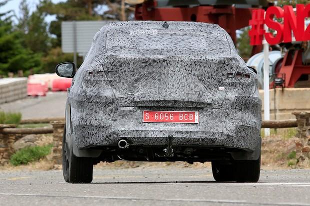 Traseira elevada e curtinha darão um jeito de BMW X6 ao projeto (Foto: AutoMedia/Autoesporte)
