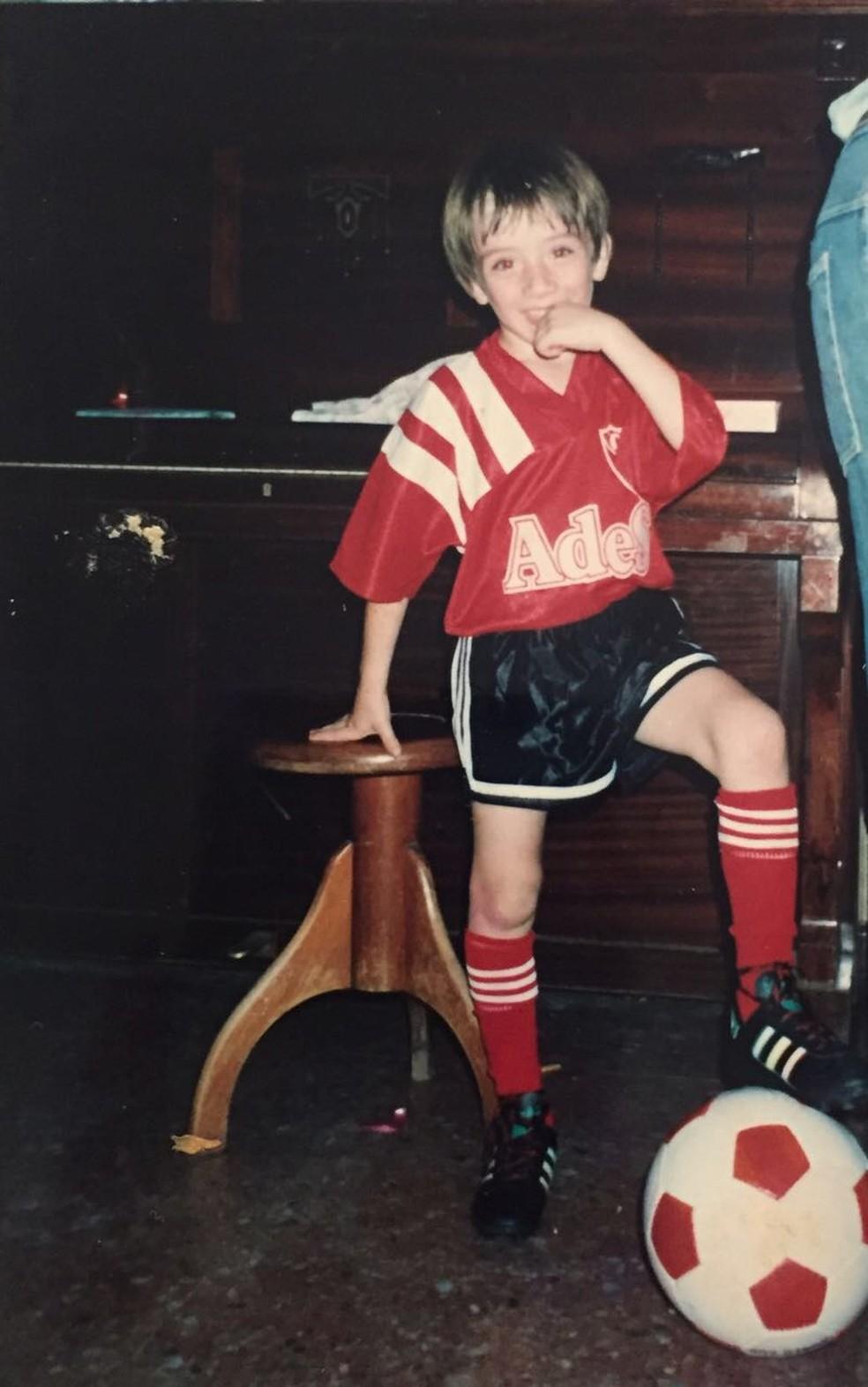 Federico Mancuello tem fotos de infância com a camisa do Independiente, rival do Racing (Foto: Arquivo Pessoal)