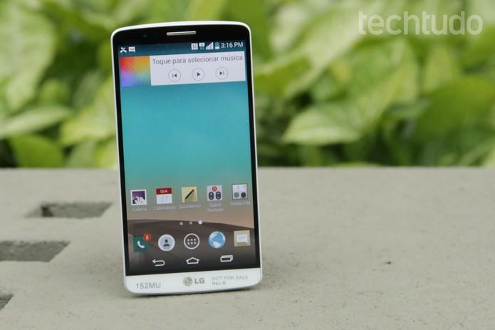 O LG G3 conta com Android 4.4.2 (KitKat), Bluetooth, NFC, 3G e 4G (Foto: Lucas Mendes/TechTudo)