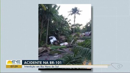 Acidente com caminhões deixa um morto e BR-101 interditada em Rio Novo do Sul, ES