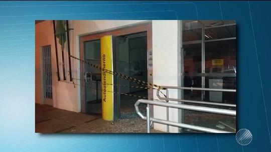 Criminosos explodem agência e fazem vigilante refém na Bahia