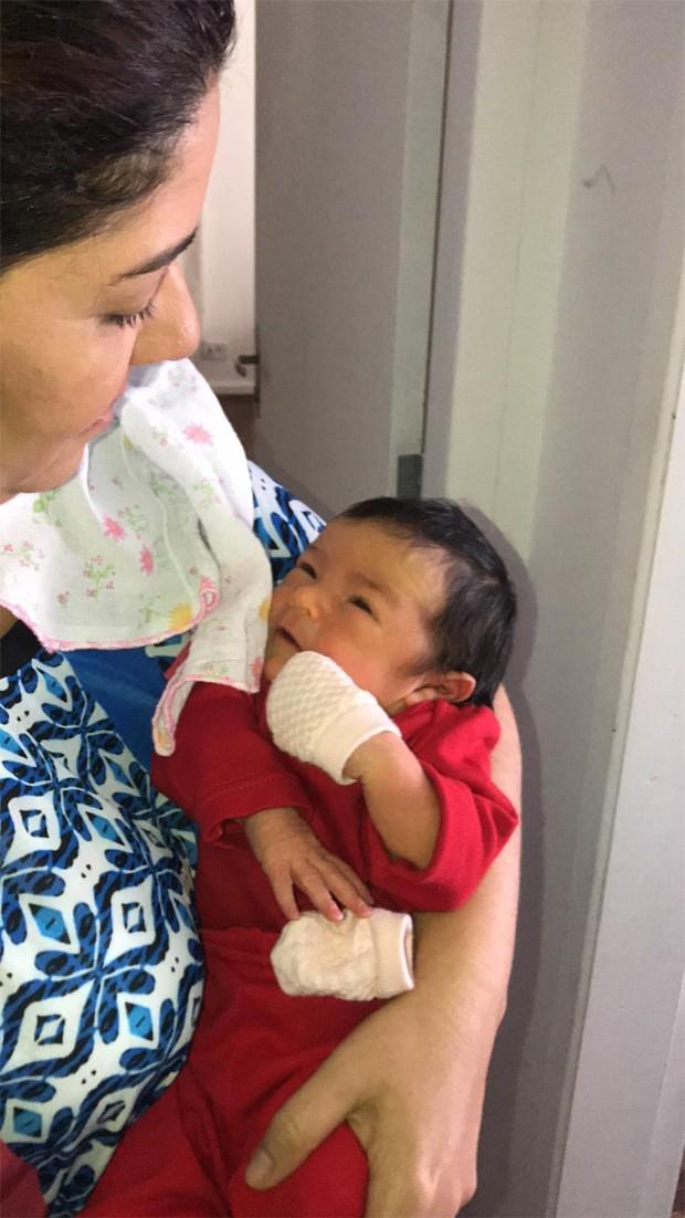 Malu Verçosa, mulher de Daniela Mercury, com a neta Mel (Foto: Reprodução/Instagram)