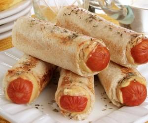 Snack rápido: como fazer enroladinho de salsicha no pão de forma
