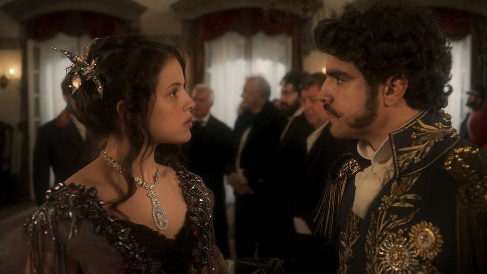Romance de Domitila (Agatha Moreira) e Dom Pedro (Caio Castro) é ameaçado, em 'Novo Mundo' — Foto: TV Globo