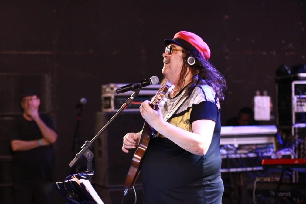 Moraes Moreira em apresentação no bairro do  Rio Vermelho — Foto: Camile Barreto/Saltur