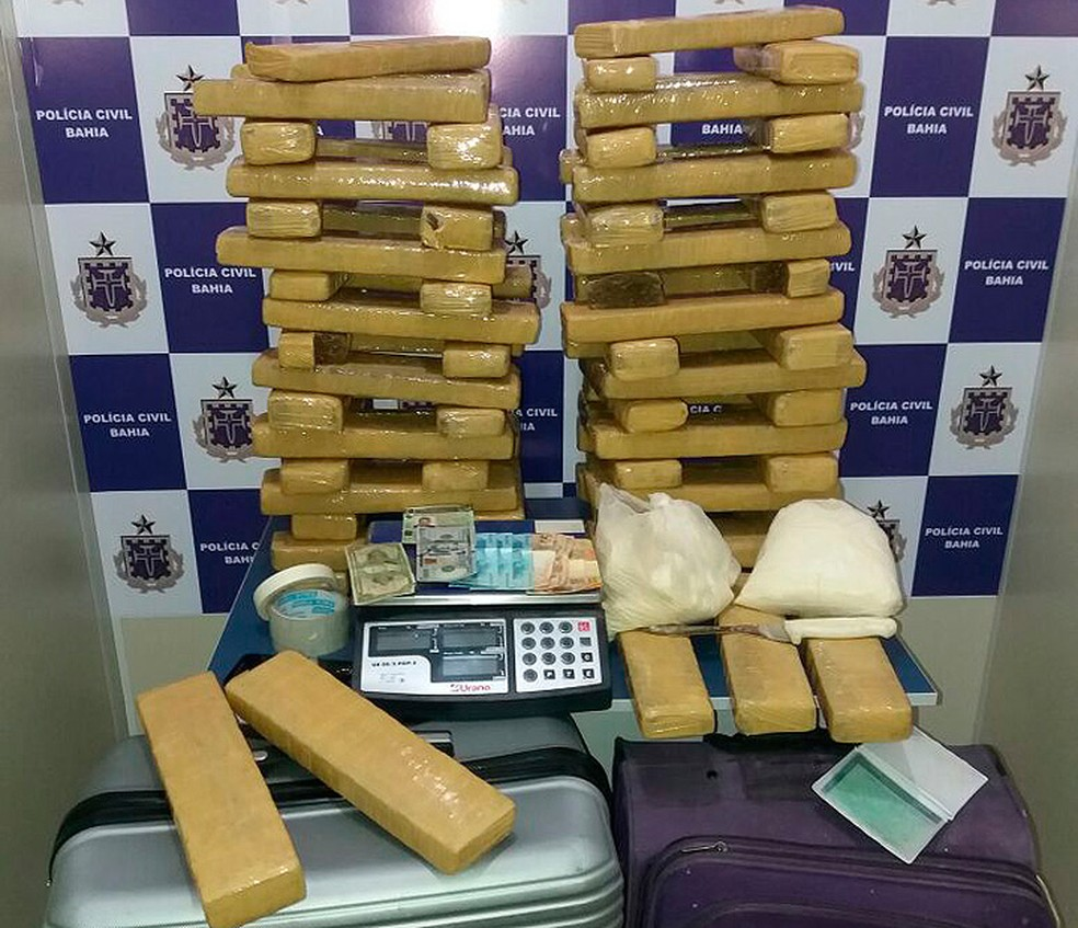 Além da maconha, foram encontrados 3 kg de cocaína em malas que estavam na casa do suspeito (Foto: Polícia Civil/ Divulgação)