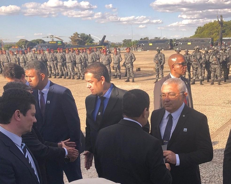 Secretário de segurança esteve em cerimônia que contou com o vice-presidente General Mourão e o ministro Sérgio Moro — Foto: Divulgação