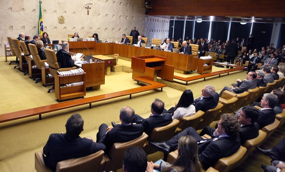 Imagem mostra os ministros do STF reunidos no plenário para discutir o pedido da defesa de Temer sobre a denúncia da PGR (Foto: Nelson Jr./SCO/STF)