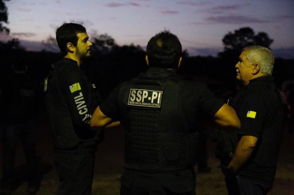 Secretário de segurança participou de ação em Piripiri (Foto: Divulgação/Polícia Civil)