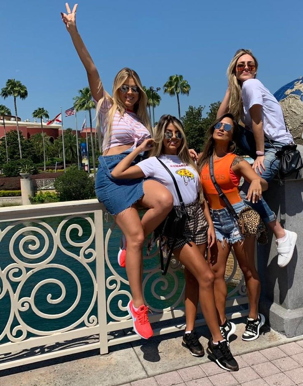 Isabella, Carol, Hariany e Paula se reencontraram para viagem internacional — Foto: Arquivo Pessoal