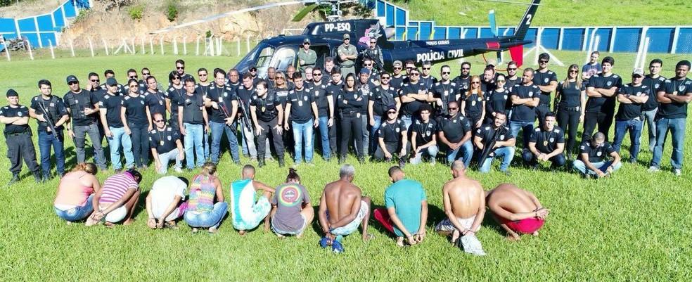 Operação envolveu cerca de 90 policiais e contou com auxílio do helicóptero da polícia (Foto: Polícia Civil / Divulgação)
