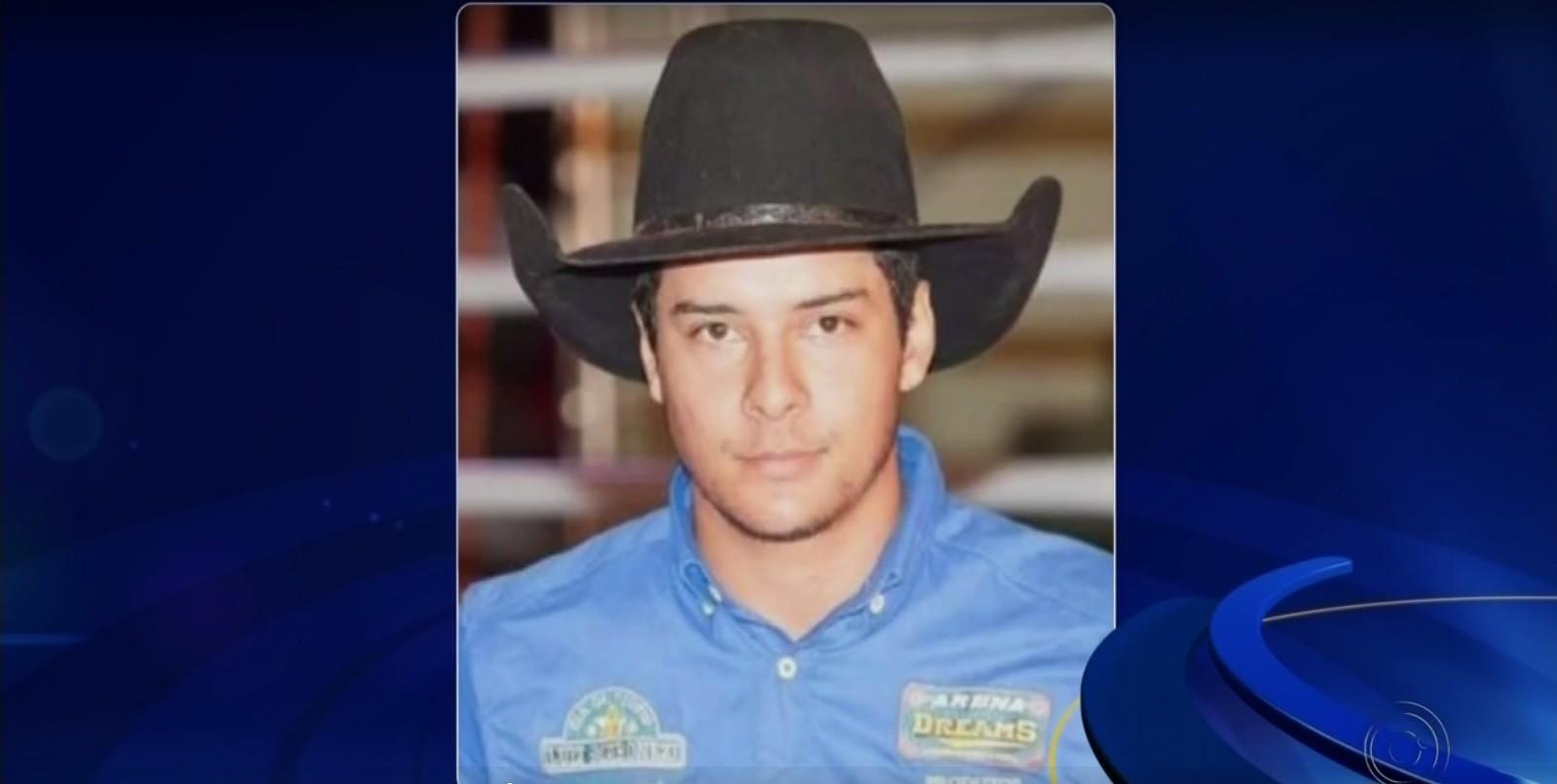 Peão pisoteado por touro em rodeio morreu após parada cardiorrespiratória, diz bombeiro