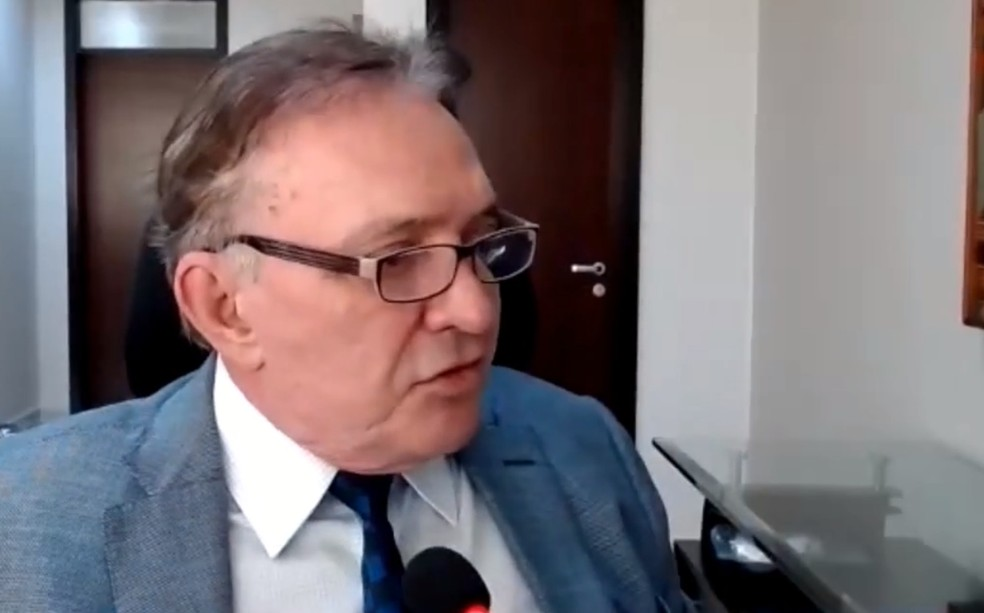 Conselheiro Antônio Joaquim durante o julgamento da tomada de contas no TCE — Foto: Reprodução/TCE