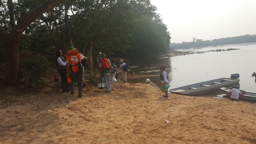 Limpeza das margens e conscientização serão feitos pela equipe (Foto: Pâmela Fernandes/G1)