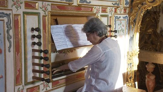 Musicista abre as portas de casa para quem se interessa por música