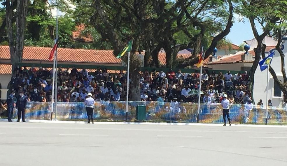 Parentes dos militares ficaram em arquibancadas no entorno do pátio onde ocorreu a cerimônia — Foto: Laurene Santos/TV Vanguarda