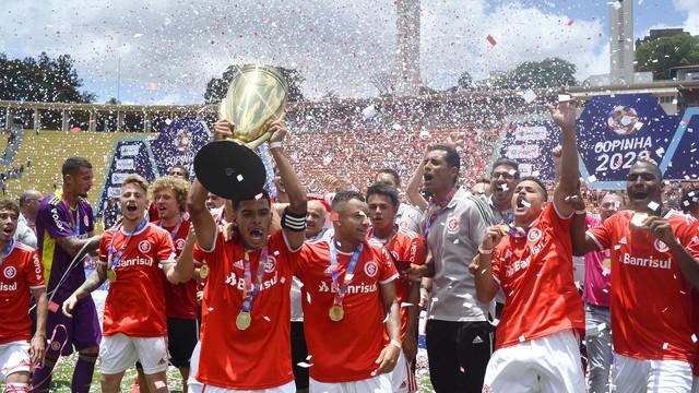 Jogadores do Inter comemoram a conquista