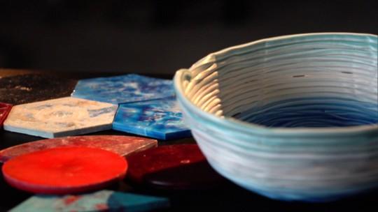 Conheça o projeto plástico precioso, que transforma plástico em arte