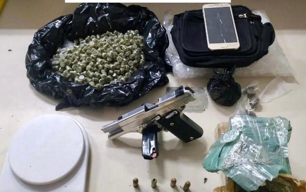 Jovem que exibia armas nas redes sociais é preso por tráfico de drogas em Salvador — Foto: Divulgação/SSP-BA