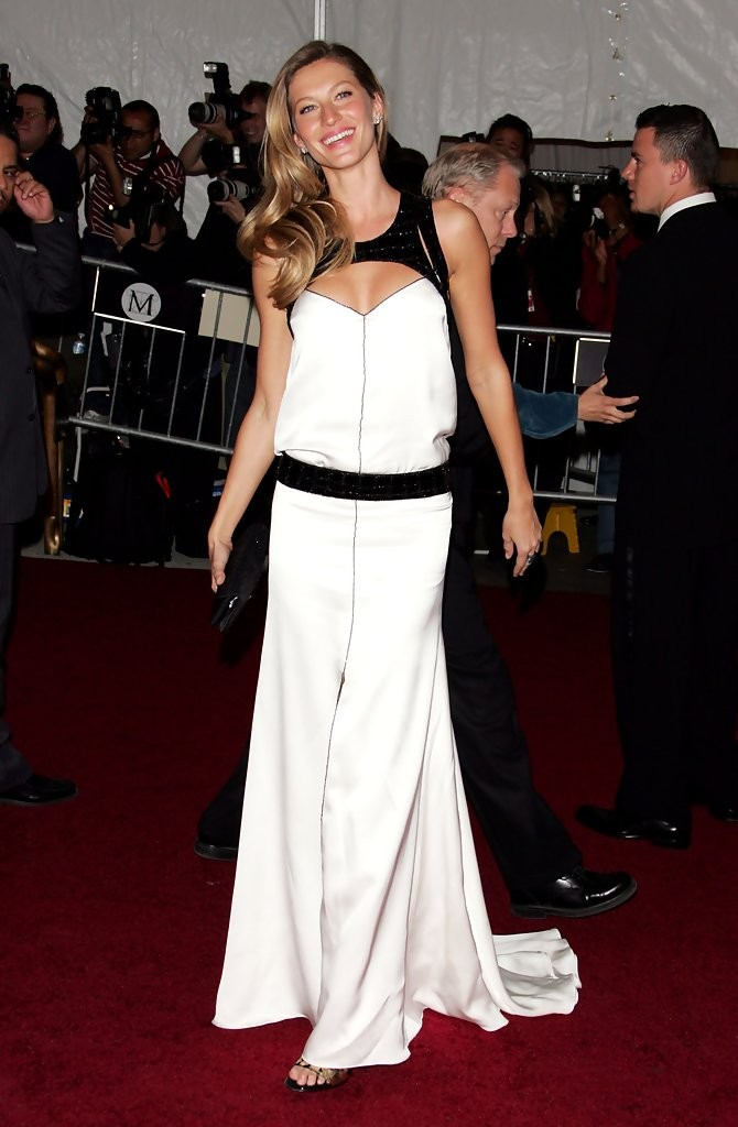 Gisele Bundchen, de Yves Saint Laurent, no Baile do Met de 2007 (Foto: Getty Images)