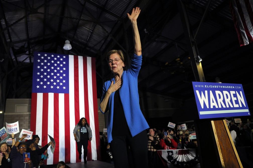 Senadora Elizabeth Warren participa de comício em Detroit, nos EUA, nesta Superterça — Foto: Brian Snyder/Reuters