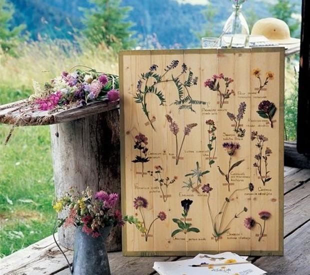 9-ideias-de-decoracao-com-plantas-para-o-dia-das-maes-gravura-botanica-placa-madeira.jpg (Foto: Pinterest/Reprodução)