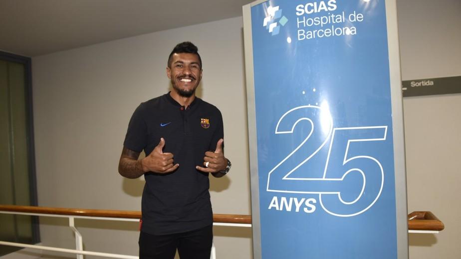 Paulinho assina contrato, é apresentado e ganha a camisa 15 no Barcelona