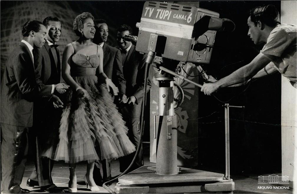 The Platters conjunto vocal filmado no estúdio da TV Tupi, em julho de 1971 — Foto: Arquivo Nacional