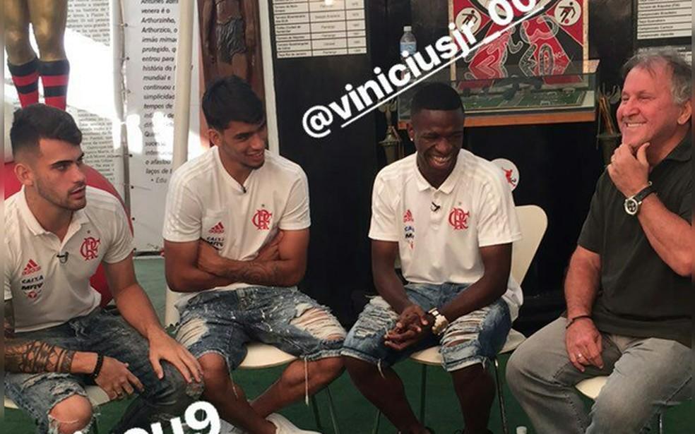 Zico, Lucas Paquetá, Felipe Vizeu e Vinicius Junior, em entrevista na época em que o trio defendia o Fla — Foto: Reprodução / Instagram