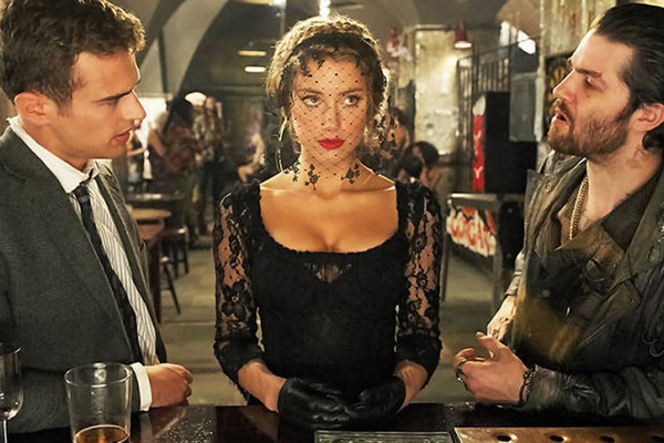 A atriz Amber Heard em cena do drama London Fields (Foto: Reprodução)