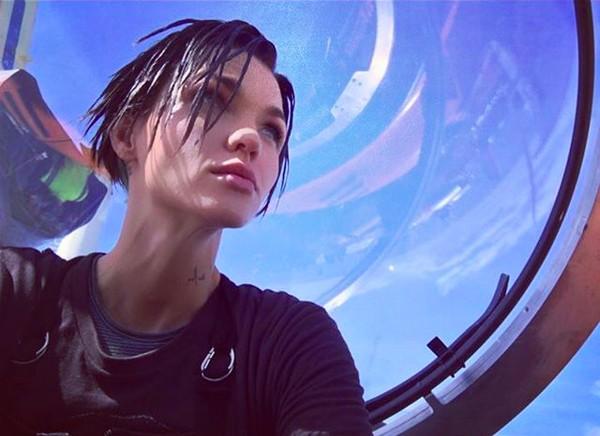 A atriz Ruby Rose durante a gravação de Megatubarão (2018) (Foto: Instagram)