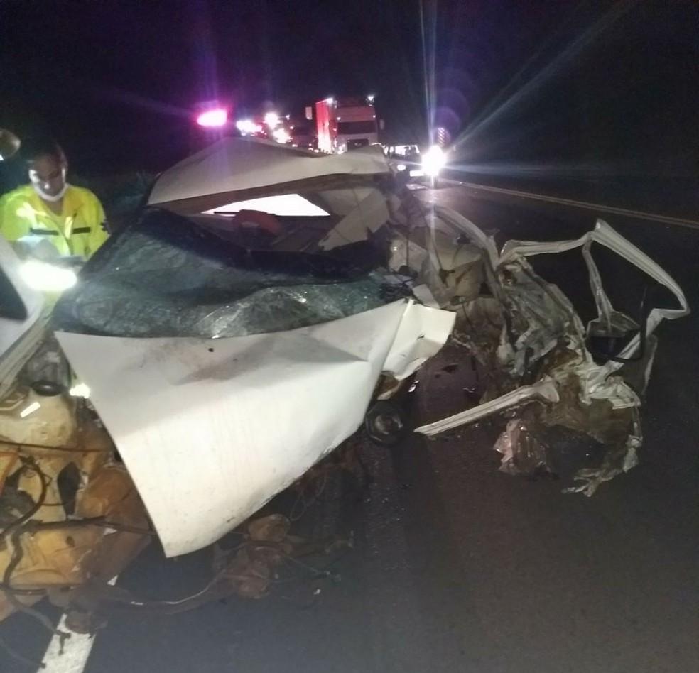 Duas pessoas morreram acidente na SP-333  (Foto: Polícia Rodoviária/Divulgação )