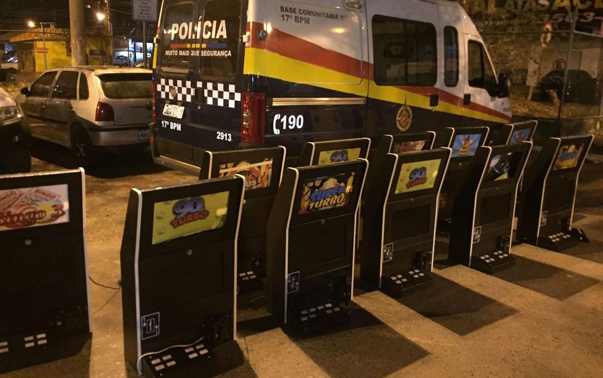 Polícia prende gerente de cassino ilegal no DF e recolhe 11 máquinas de vídeo-bingo