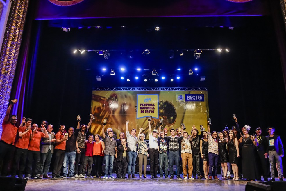 Vencedores do Festival Nacional do Frevo são premiados no Teatro de Santa Isabel (Foto: Andrea Rego Barros/Divulgação)