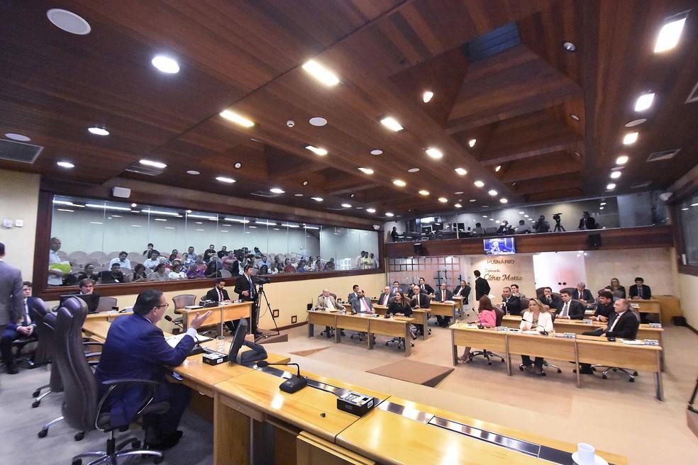 Deputados se reuniram em sessão extraordinária para apreciar pacote de medidas enviado pelo Poder Executivo (Foto: Eduardo Maia/Assessoria AL)