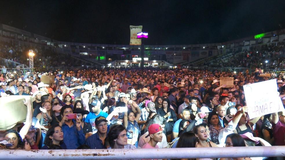 Público durante a apresentação do cantor sertanejo Daniel — Foto: Rede Amazônica/Reprodução
