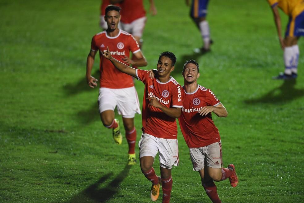 Lucas Ramos e Guilherme Pato foram destaques nos primeiros jogos do Inter — Foto: Ricardo Duarte / Internacional