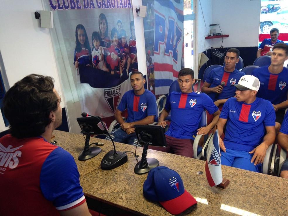 Aulas de francês do Fortaleza para jogadores n Sub-19 (Foto: Eduardo Trovão/TV Verdes Mares)