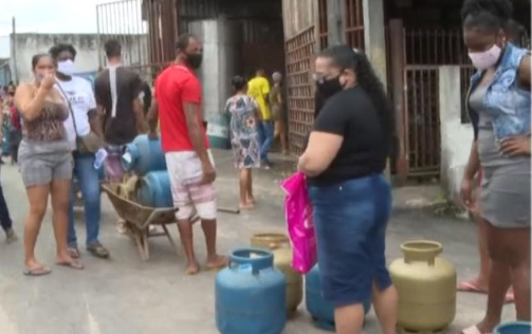 CUFA realiza distribuição gratuita de cerca de mil botijões de gás para projeto 'Mães da Favela', em Salvador