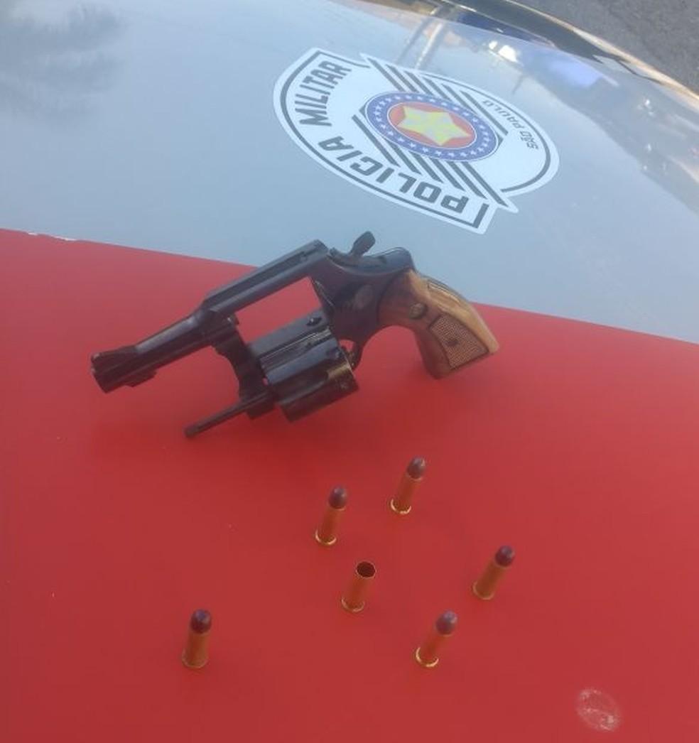 Arma utilizada no crime foi apreendida (Foto: Divulgação/Polícia Militar)