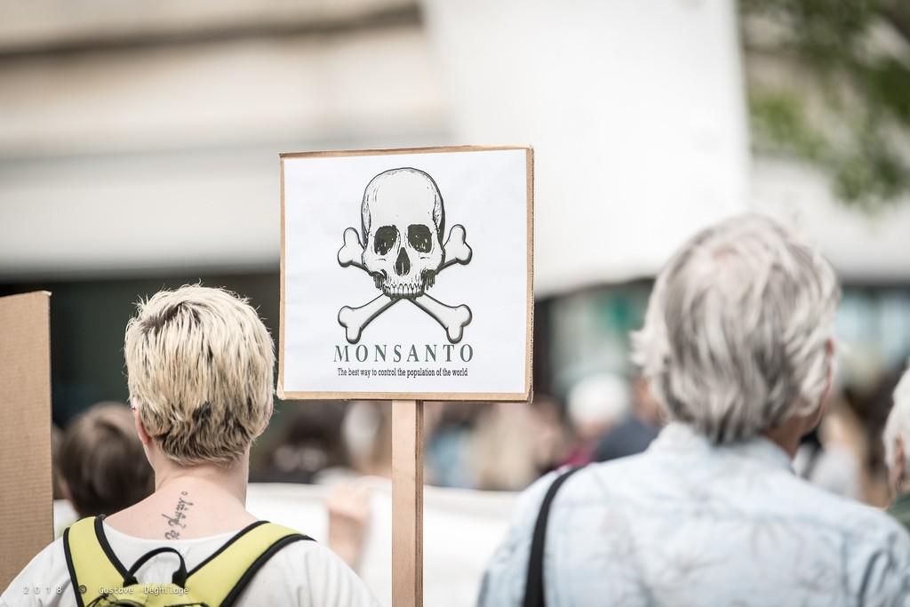 Protesto na Europa contra a Monsanto, principal fabricante do glifosato.  (Foto: Creative Commons / DeGust)