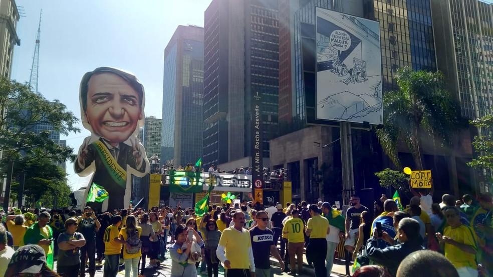 Boneco inflável de Bolsonaro aparece na Avenida Paulista em ato em apoio ao presidente — Foto: `Marina Pinhoni/G1 SP