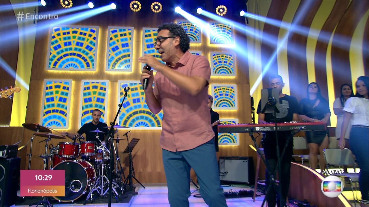 Simoninha canta 'País Tropical'