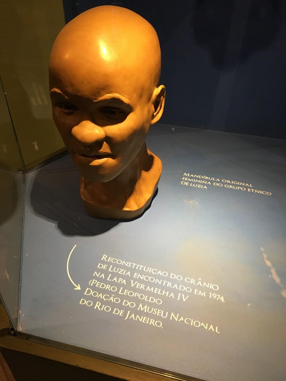 Réplica de 'Luzia', fóssil mais antigo das Américas e encontrado em Minas — Foto: Carlos Eduardo Alvim/Globo Minas