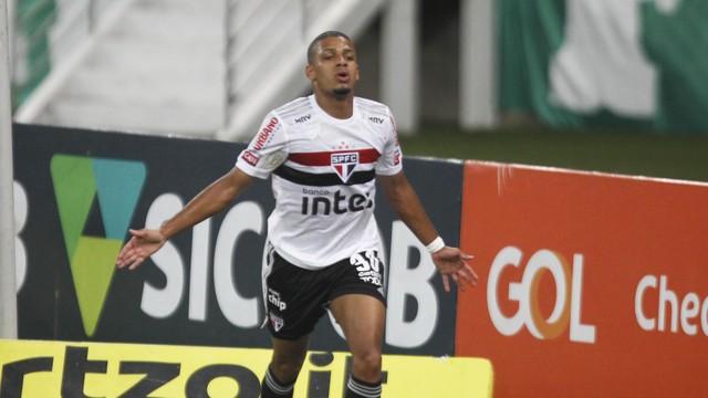 Brenner comemora o gol do São Paulo