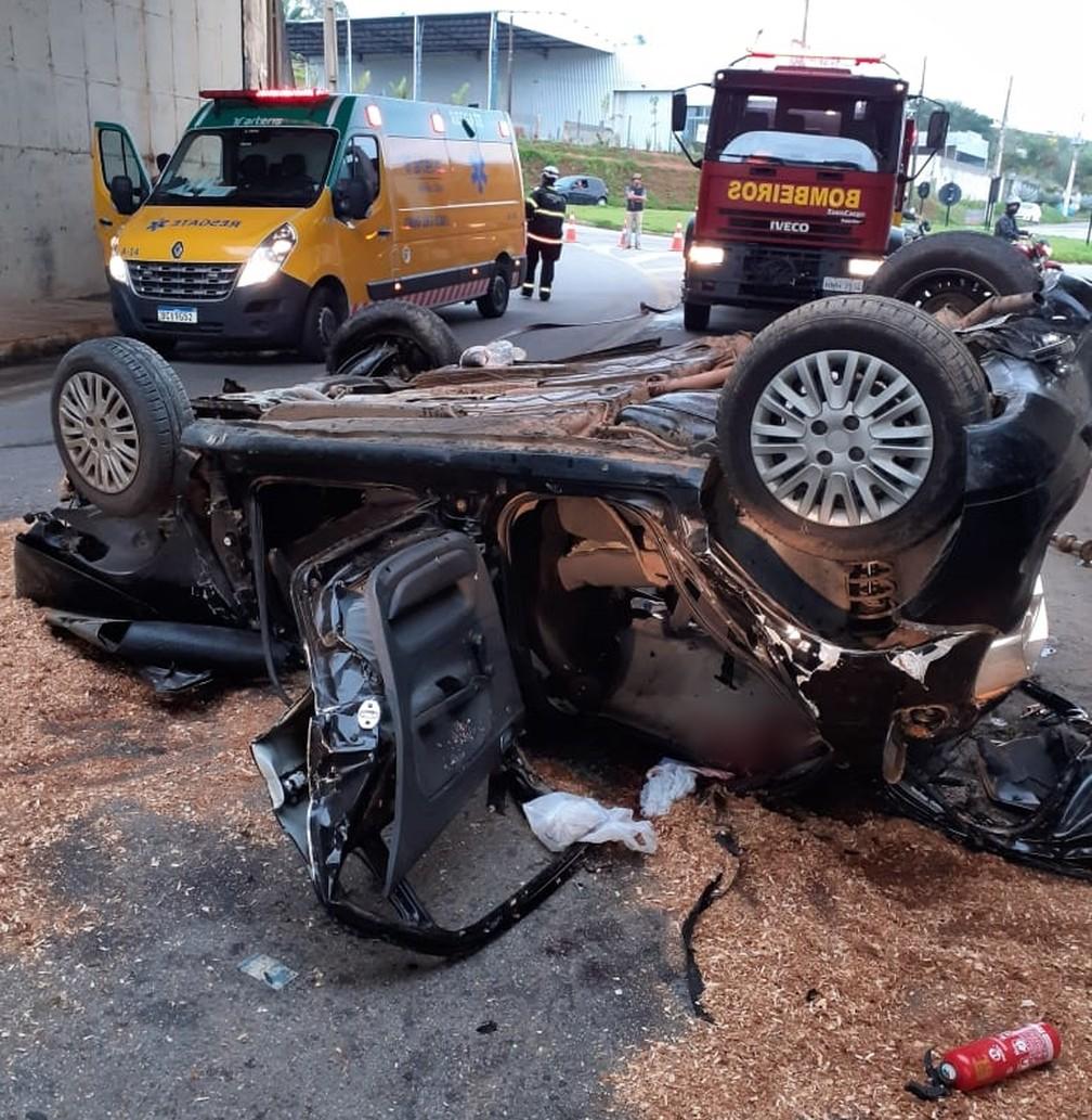 Carro cai de viaduto e deixa três vítimas na Fernão Dias em Pouso Alegre (MG) — Foto: Polícia Rodoviária Federal