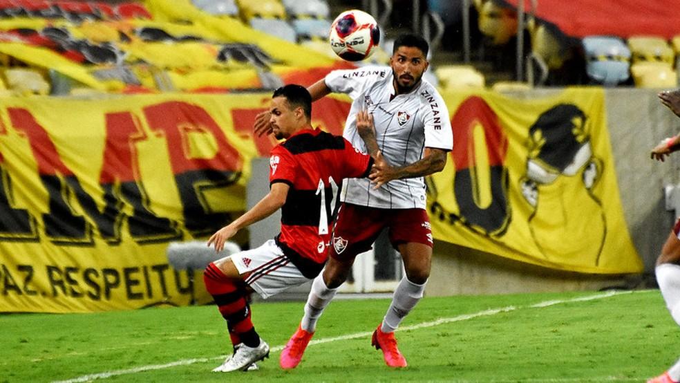 Igor Julião sofreu na lateral, mas brilhou pelo meio — Foto: Mailson Santana / Fluminense FC