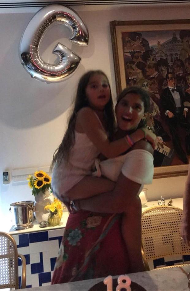 Giulia Costa e a irmã caçula, Olívia (Foto: Reprodução/Instagram)