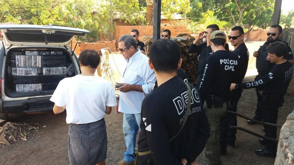 Droga apreendida desde junho foi incinerada em Gurupi (Foto: Jairo Santos/TV Anhanguera)