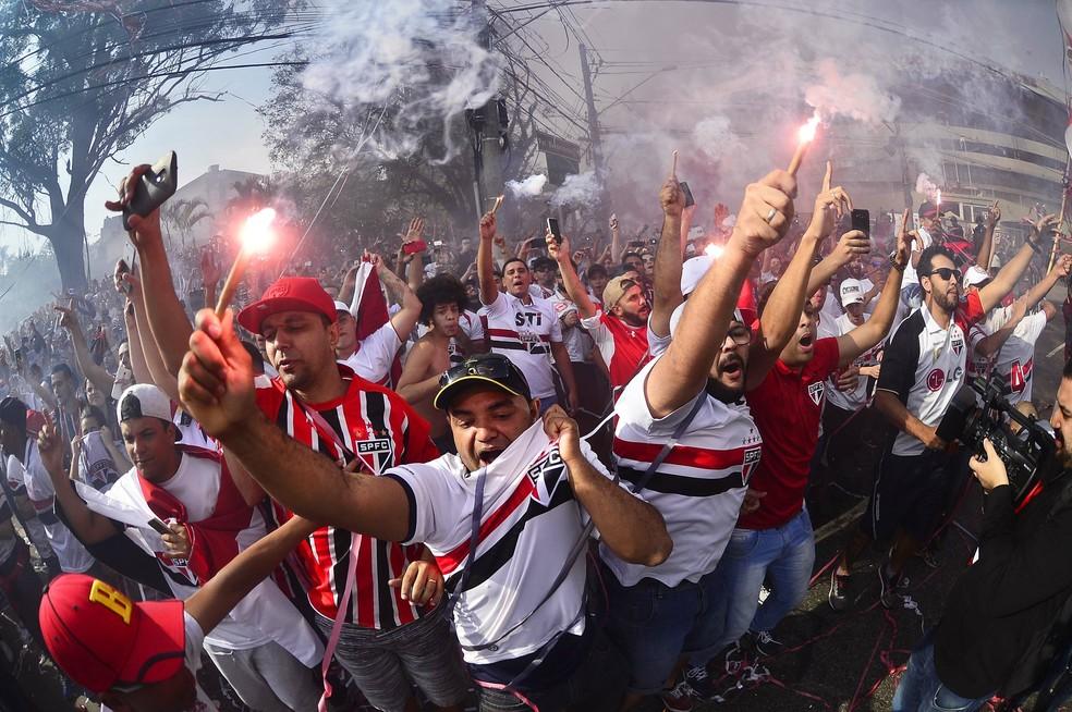 Torcedores organizados se reúnem com elenco do São Paulo e Raí